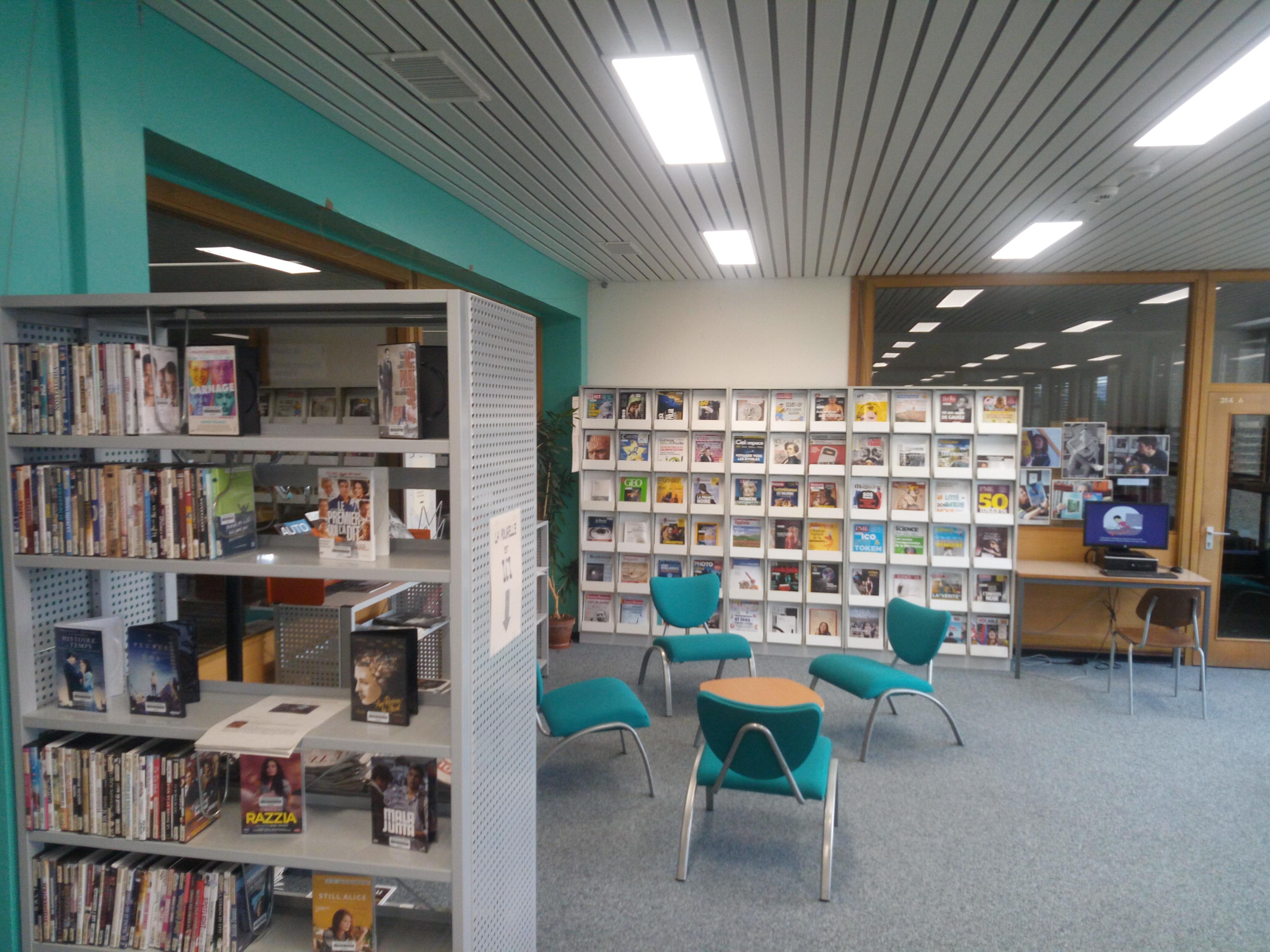 coin DVD et casiers à périodiques